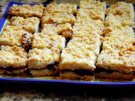 blueberry jam crumb bars 001